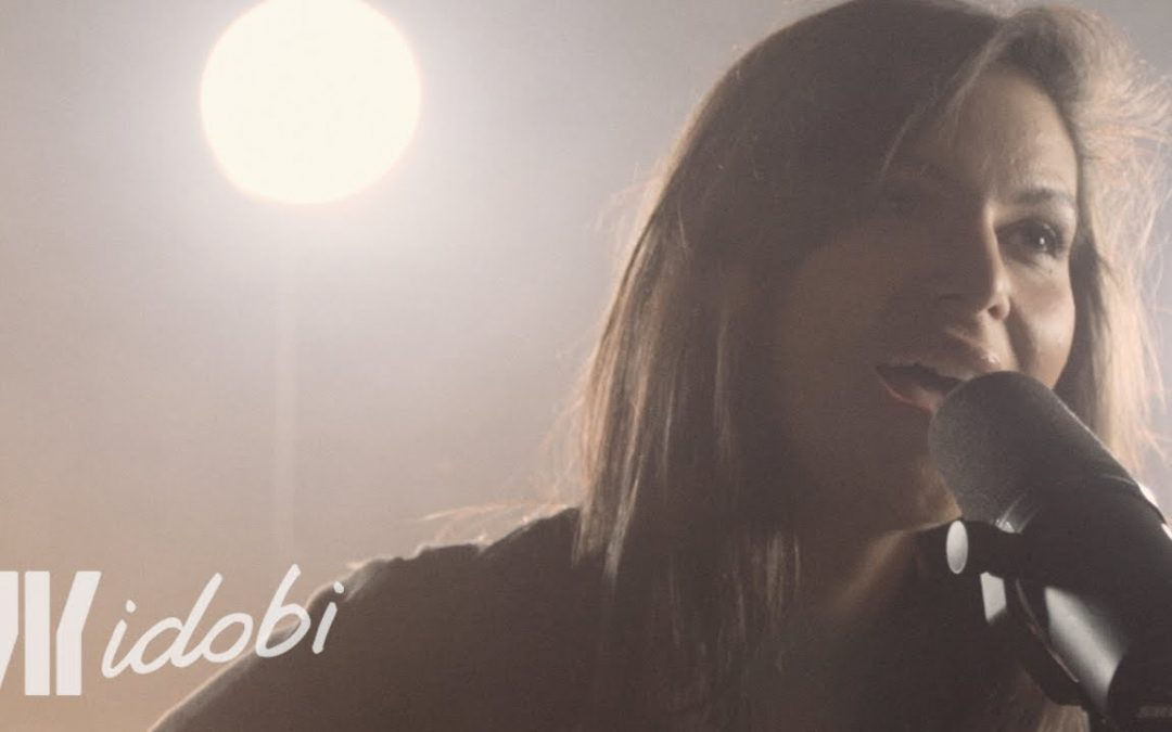 Watch Acoustic Version of Glitter Gold